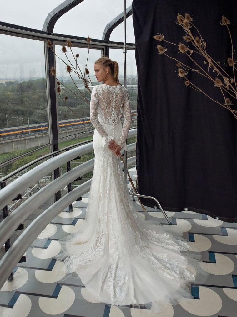 brudekjole med klokkeærmer