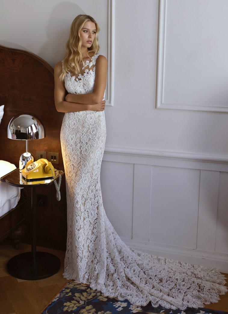 Brudekjole yderst et lag blonder og inderst et nudefarvet lag