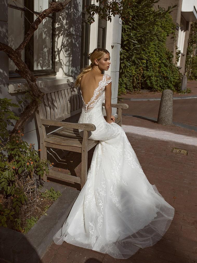 Fit and flare brudekjole med smukke mønstre