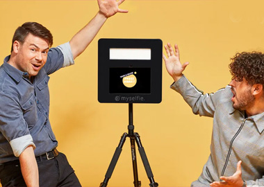 To mænd og en photobooth