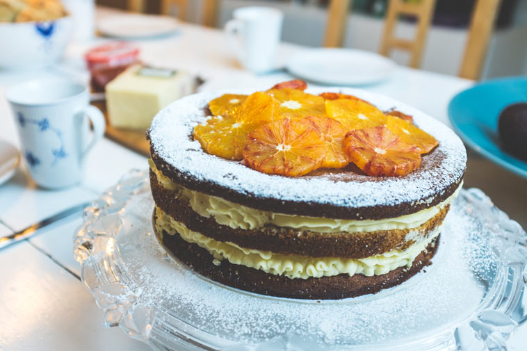 naked cake med appelsin pynt