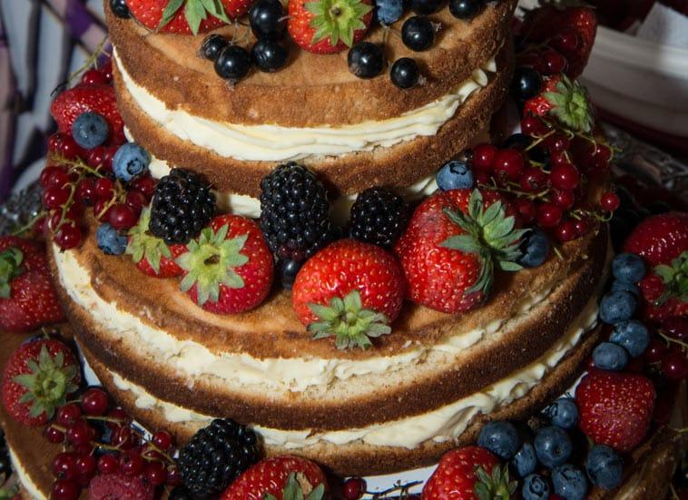 naked cake med friske bær