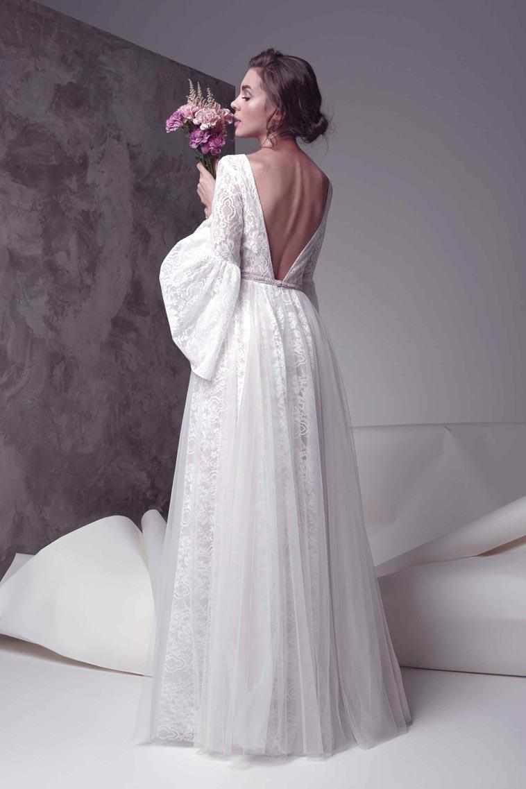 brudekjole med v formet rygudskæring