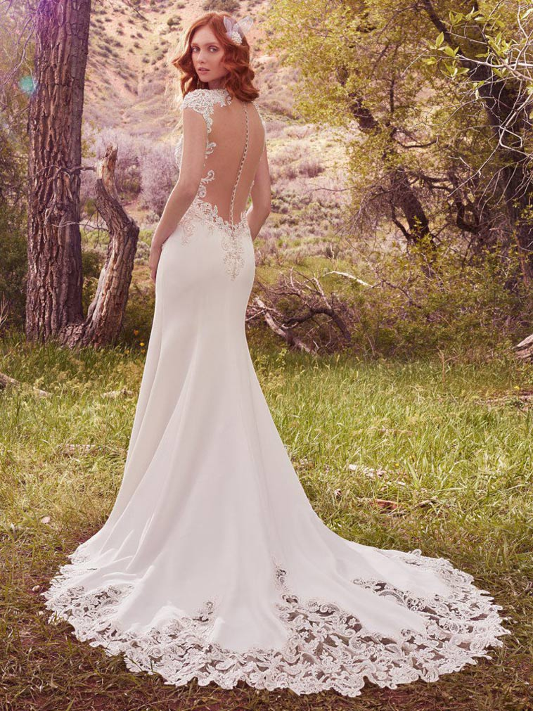 brudekjole med flot blonde detalje på slæbet