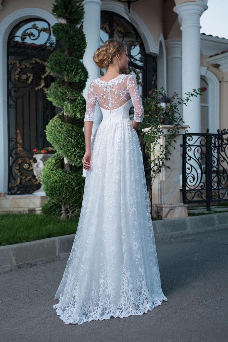 brudekjole med meget fin blonde ryg