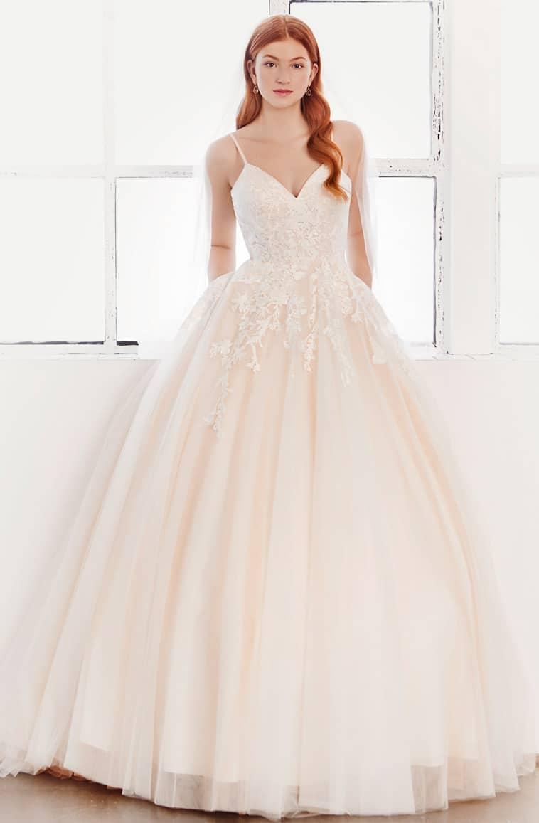 Blush farvet prinsesse brudekjole