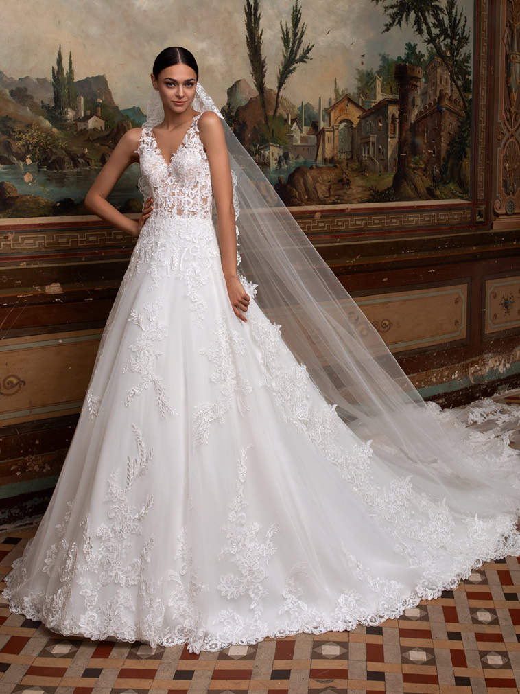 A-line brudekjole med fin delvis transparent kordet overdel og glossy skørt