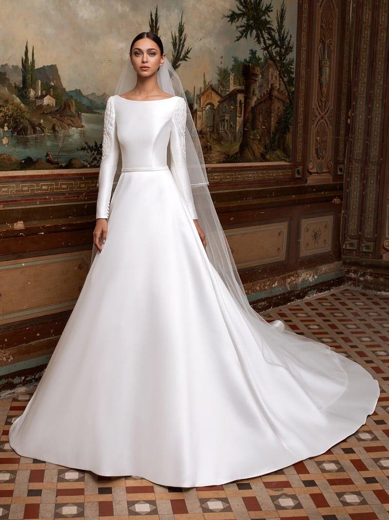 a-line-brudekjole med bådudskæring og lange ærmer