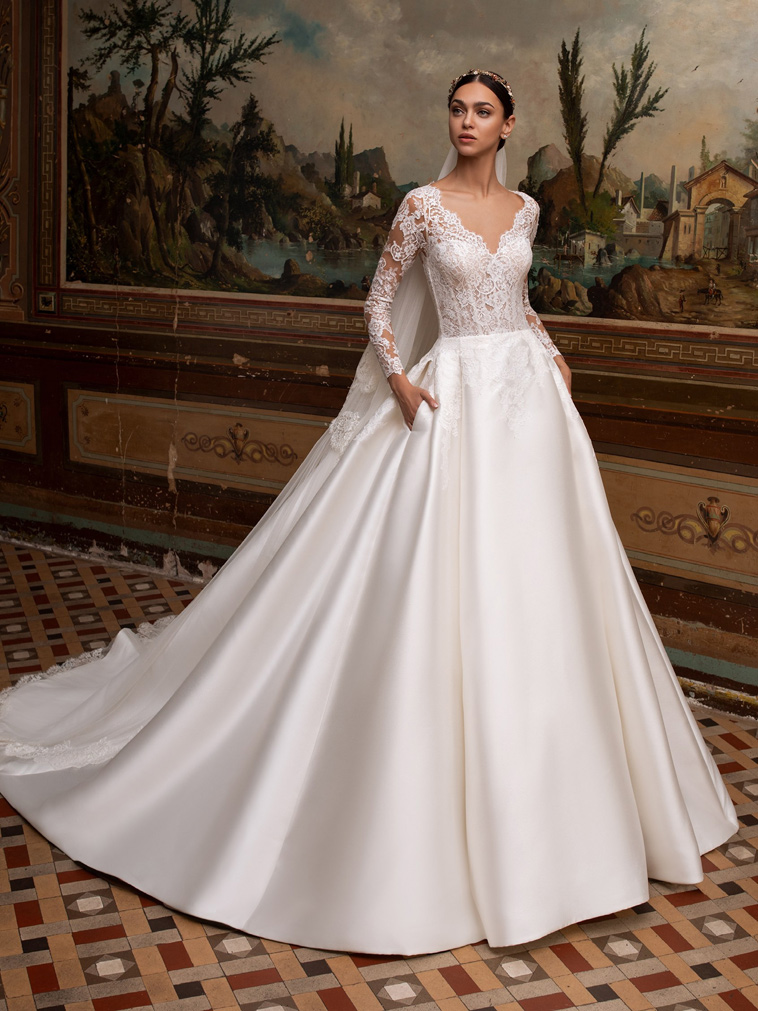 Prinsesse brudekjole i satin med lange ærmer