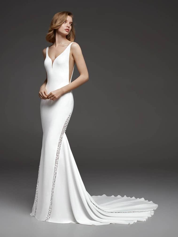 brudekjole med tynde stropper slank silhouet