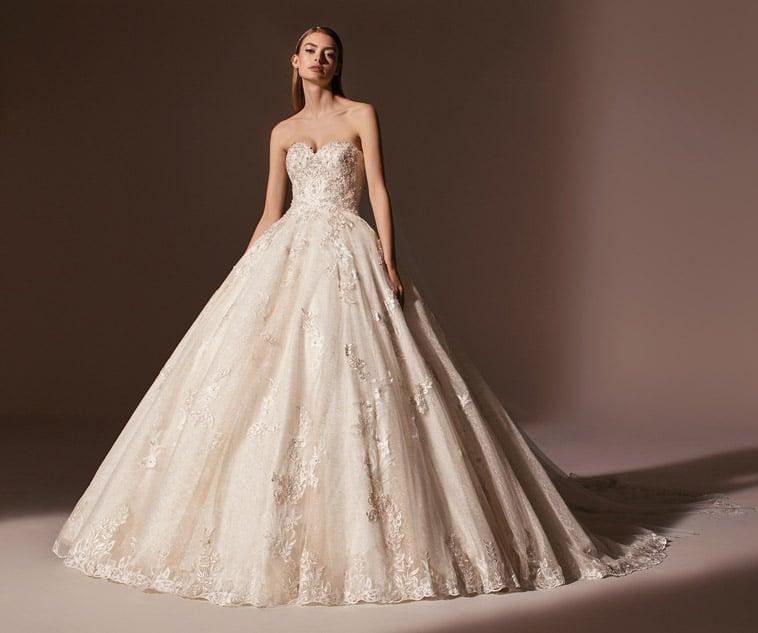 prinsesse-brudekjole med stort skørt og hjerteudskæring