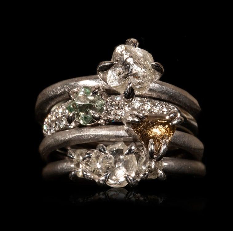rå-uslebne-diamanter-i-hvidguldsringe