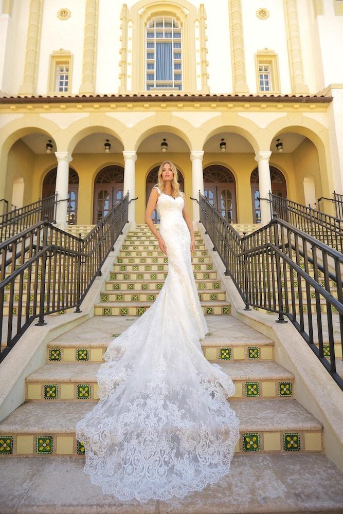 brudekjole med fantastisk slæb