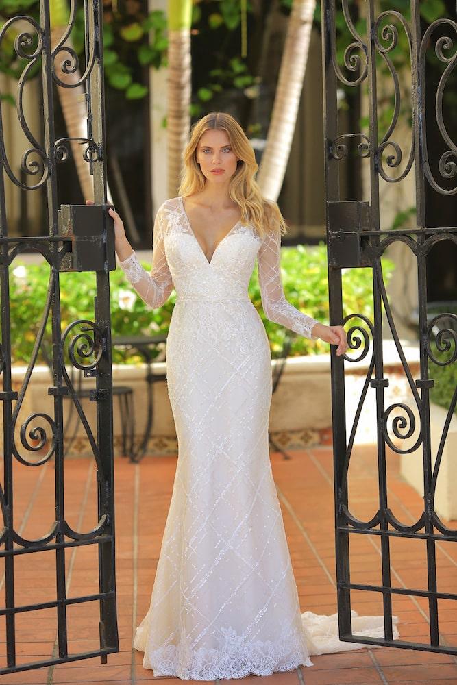 Brudekjole med lange ærmer og tern