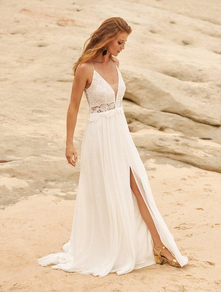brudekjole med tynde stropper og slids