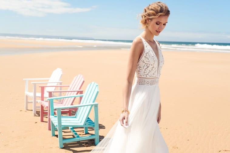 brudekjole med blonder og dyb udringning