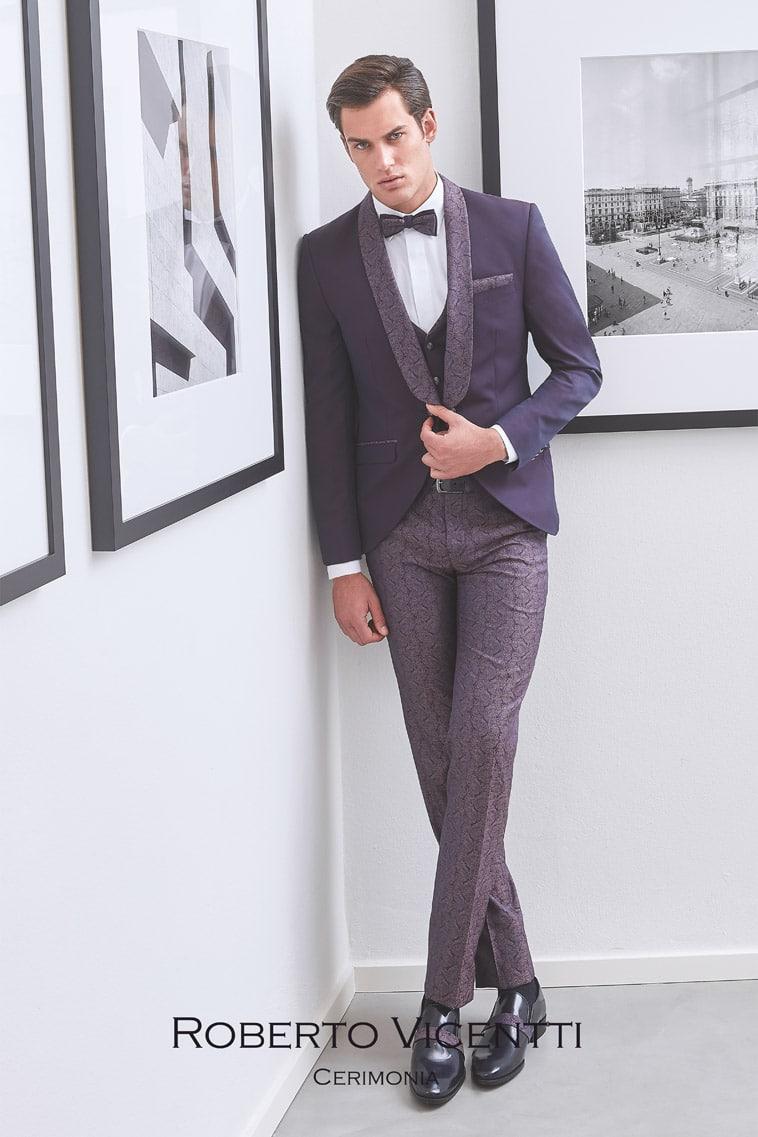 Lilla jakke med mønstret revers, matchende buks, vest, pochette og butterfly