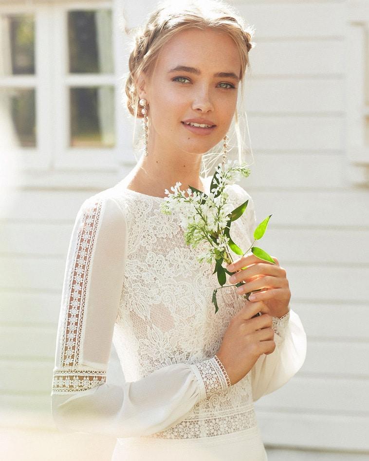 boheme brudekjole med blonde detaljer på ærmer