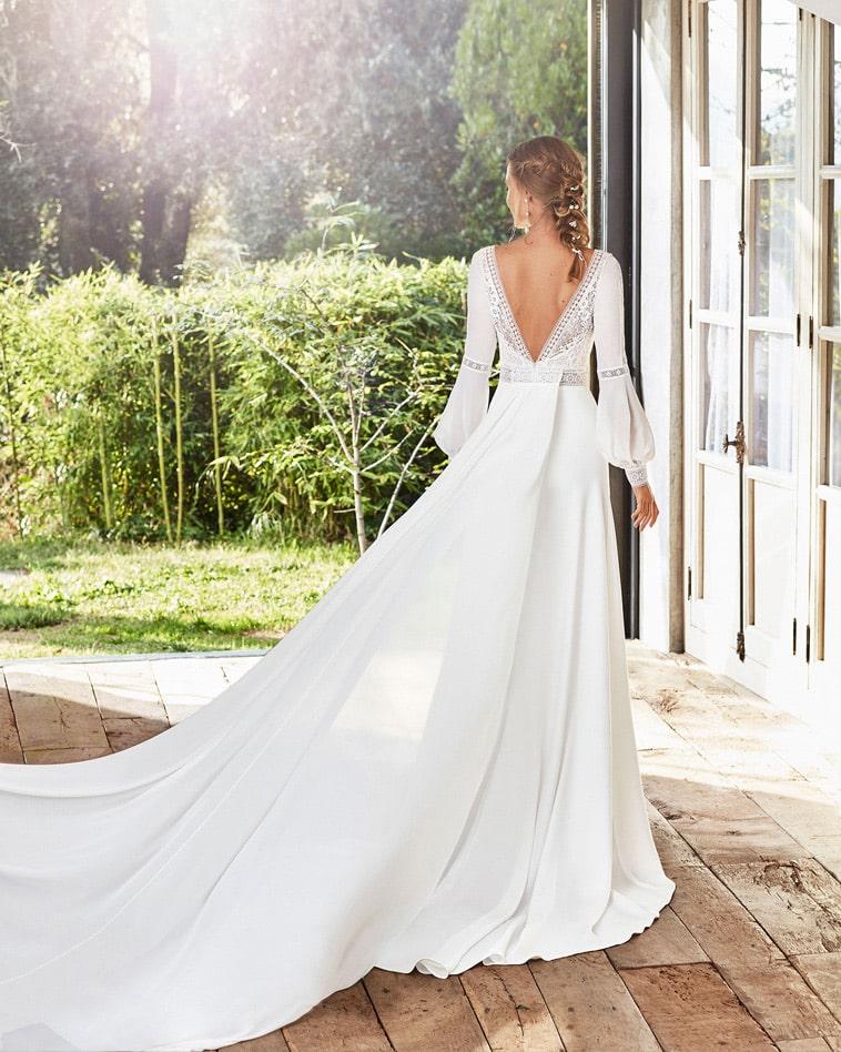 boheme brudekjole med lange ærmer og aftageligt slæb