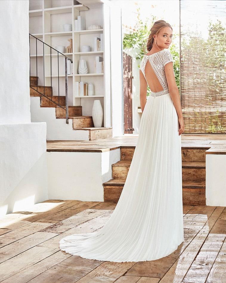 boheme brudekjole med åben ryg og cap sleeves