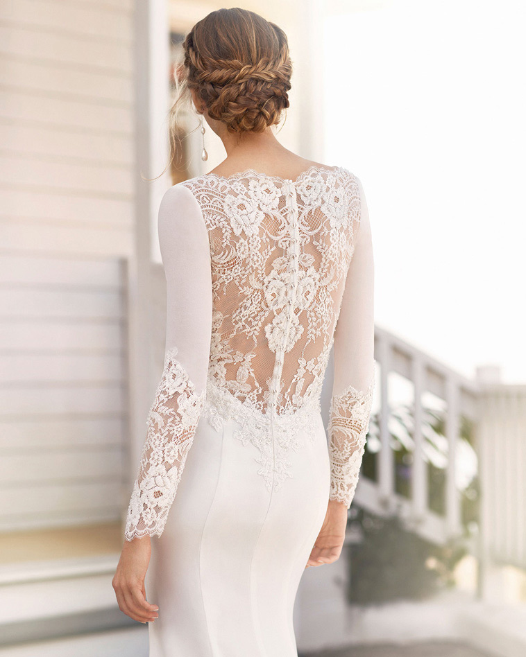 brudekjole med blonde ryg og lange ærmer