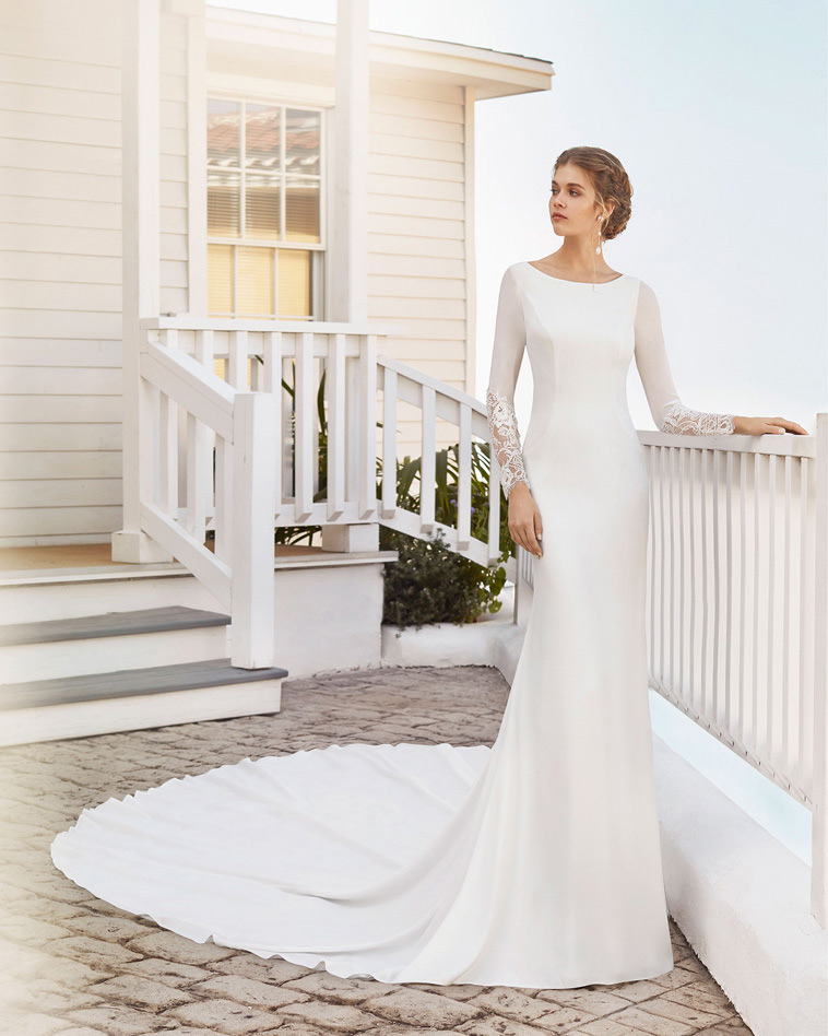 Brudekjole i crepe med lange ærmer, havfrue facon
