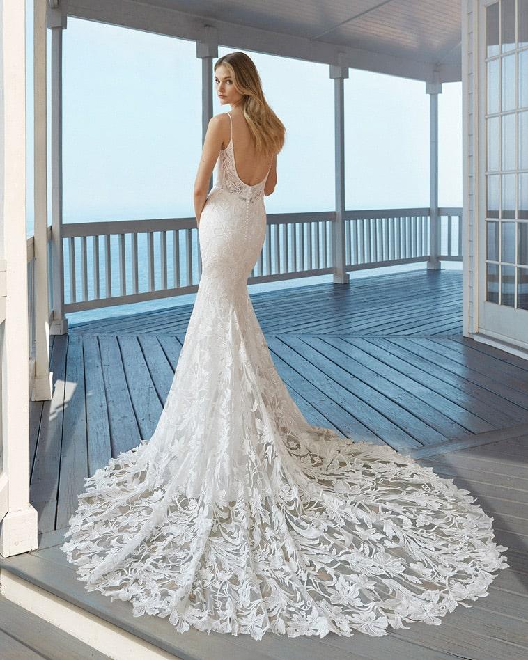 Havfrue brudekjole med langt blonde slæb