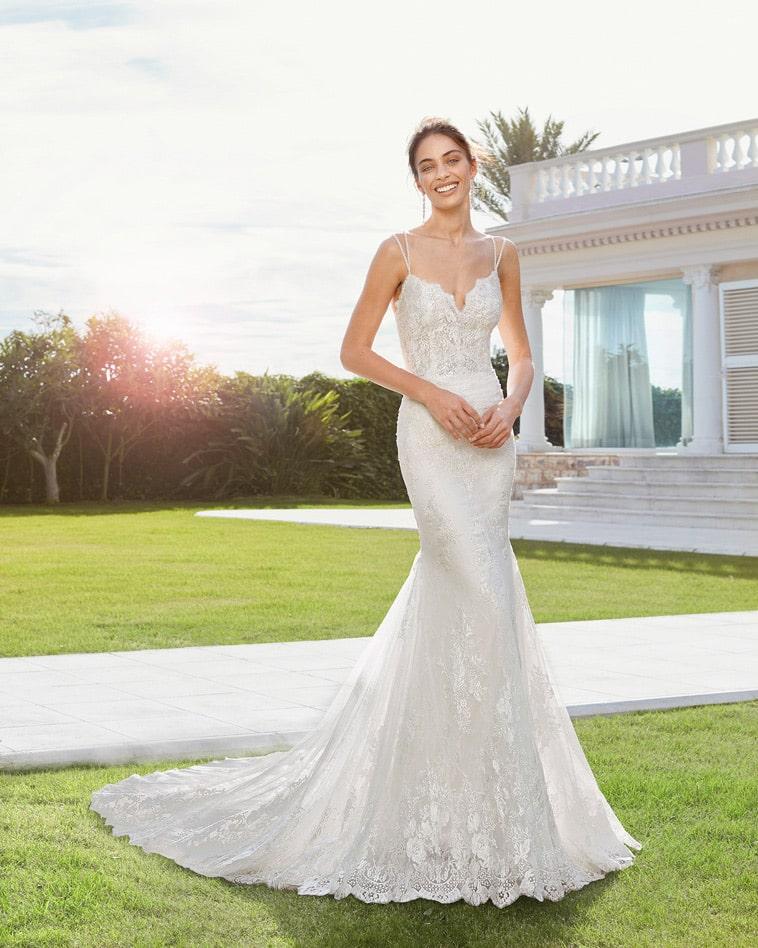 Brudekjole med tynde glitrende stropper