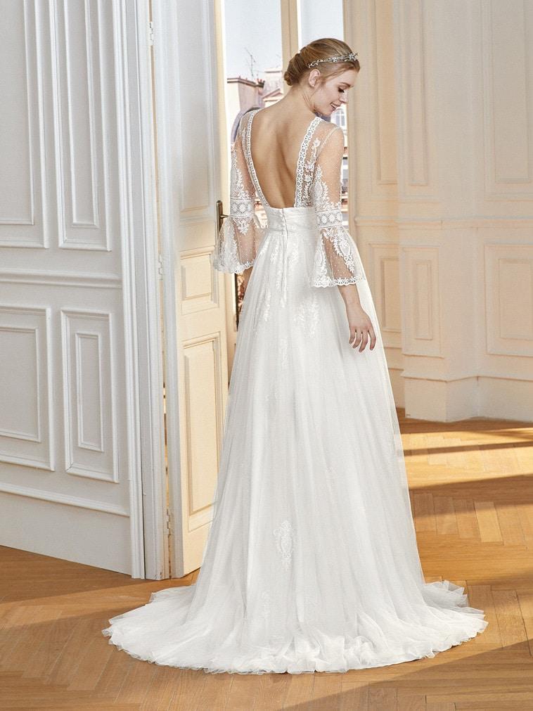 brudekjole med lange ærmer og åben ryg