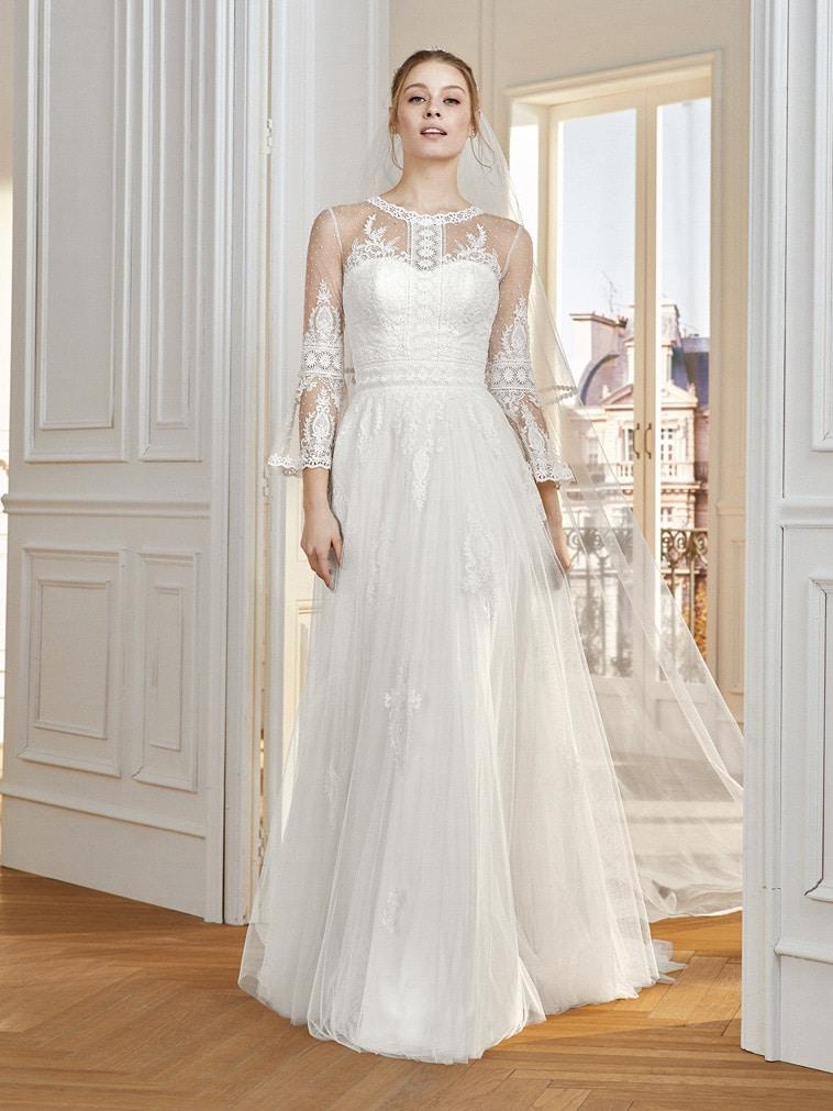 Brudekjole med lange ærmer og prikker