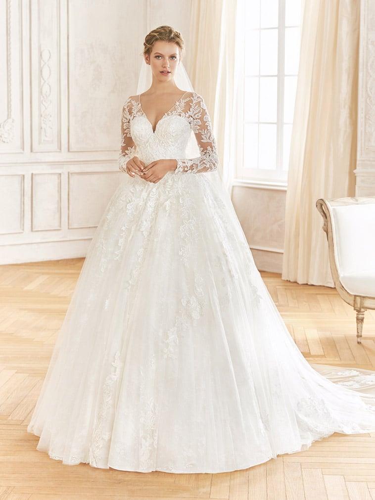 prinsesse-brudekjole med lange blonde ærmer
