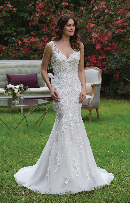 brudekjole med små stropper og v udskæring