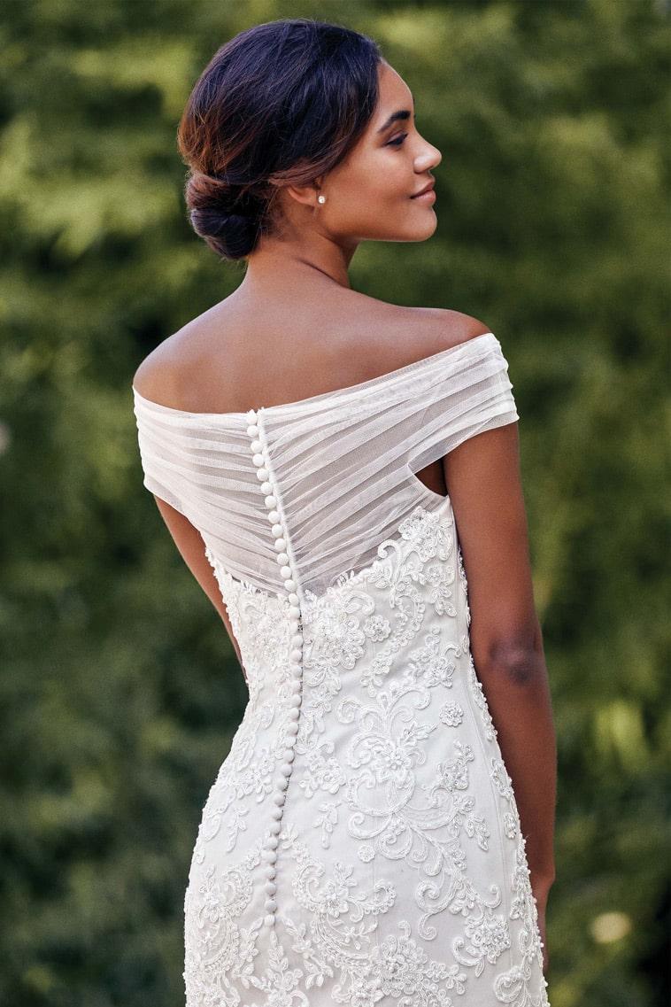 brudekjole med off the shoulder ærmer i tyl