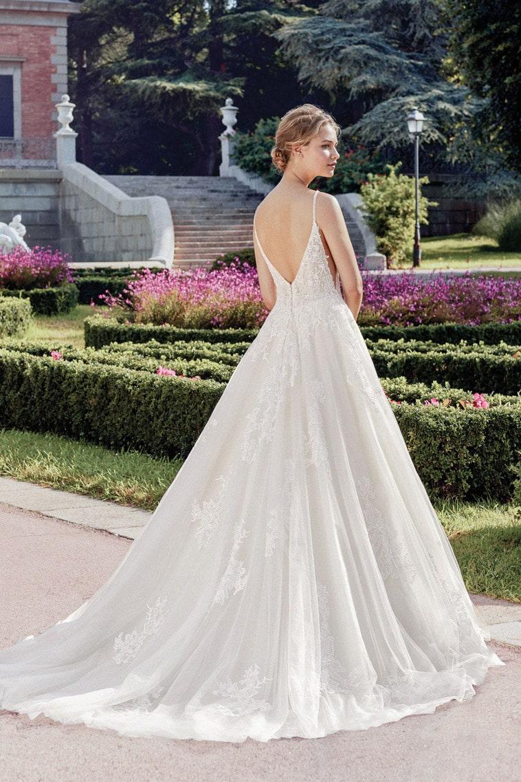 brudekjole med dyb ryg