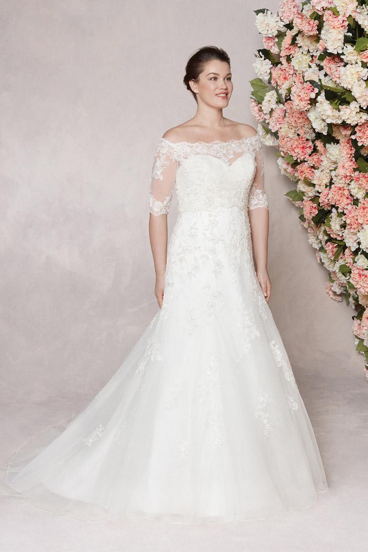 Sincerity brudekjole model 44127 her vist med jakke