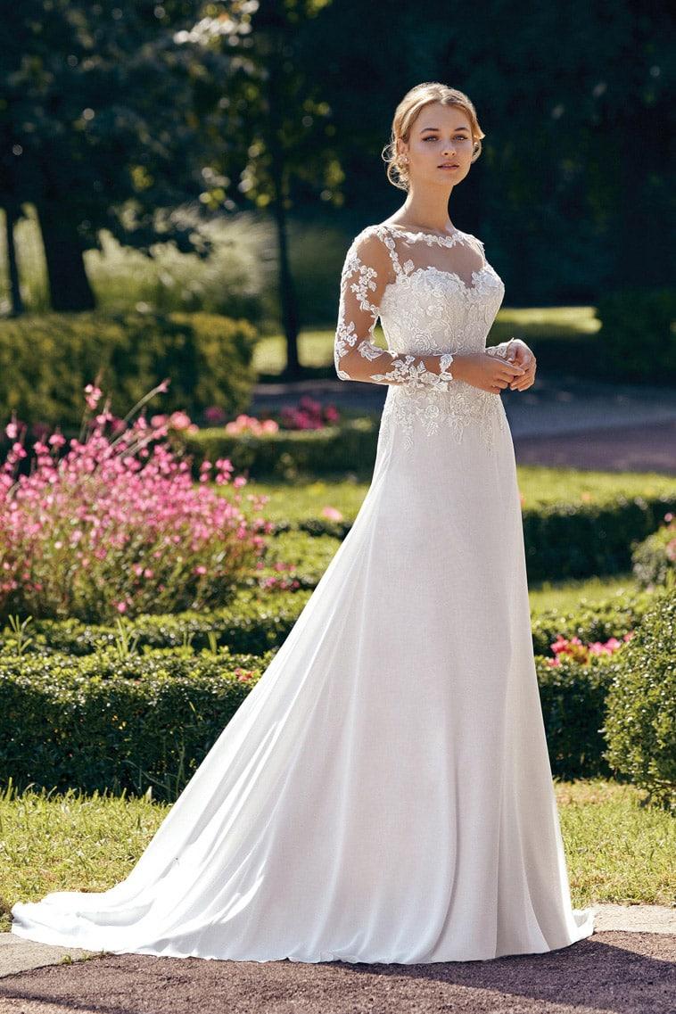 brudekjole med blonde overdel og ærmer