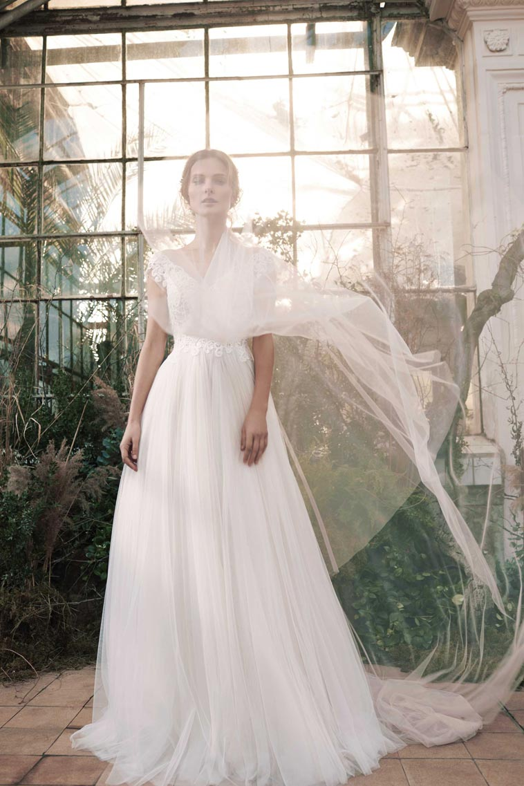 brudekjole med tyl overdel