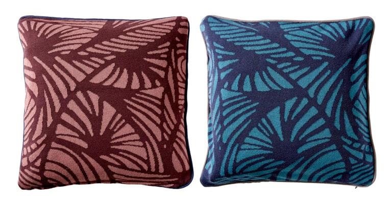 sofapuder-rød-og-blå