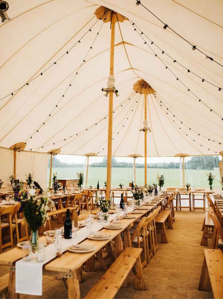 Opdækning til bryllup i luksus telt