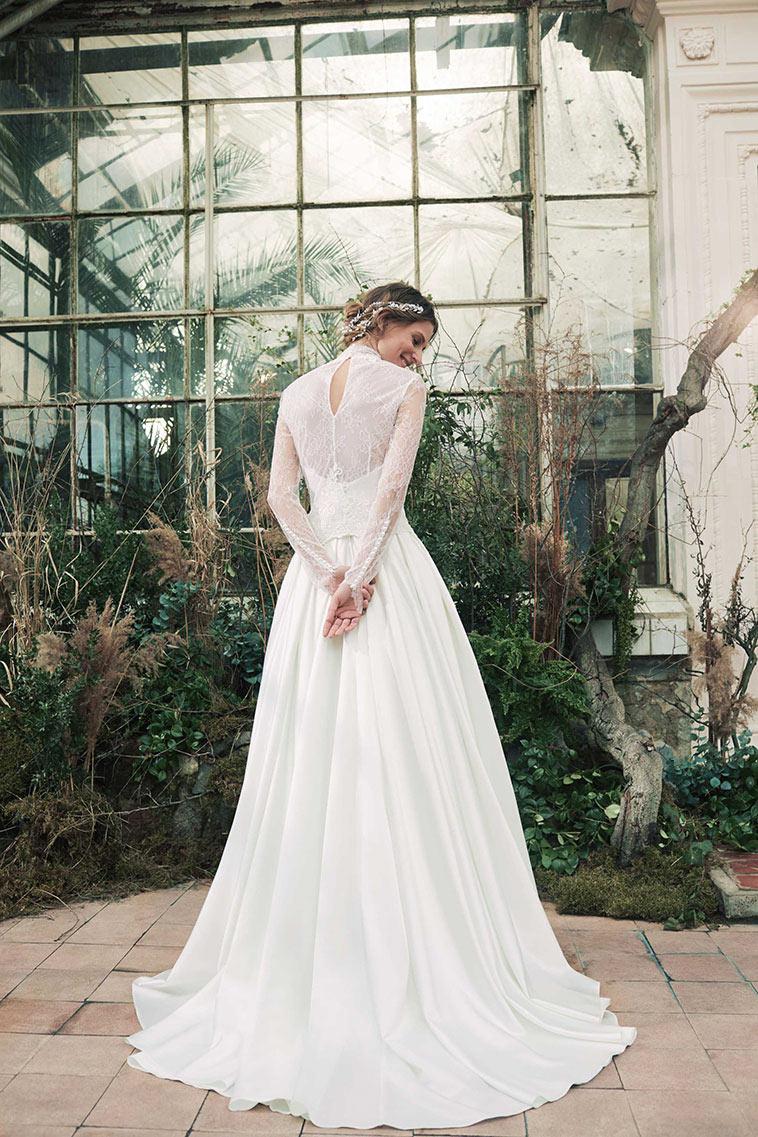 brudekjole set bagfra med blonder