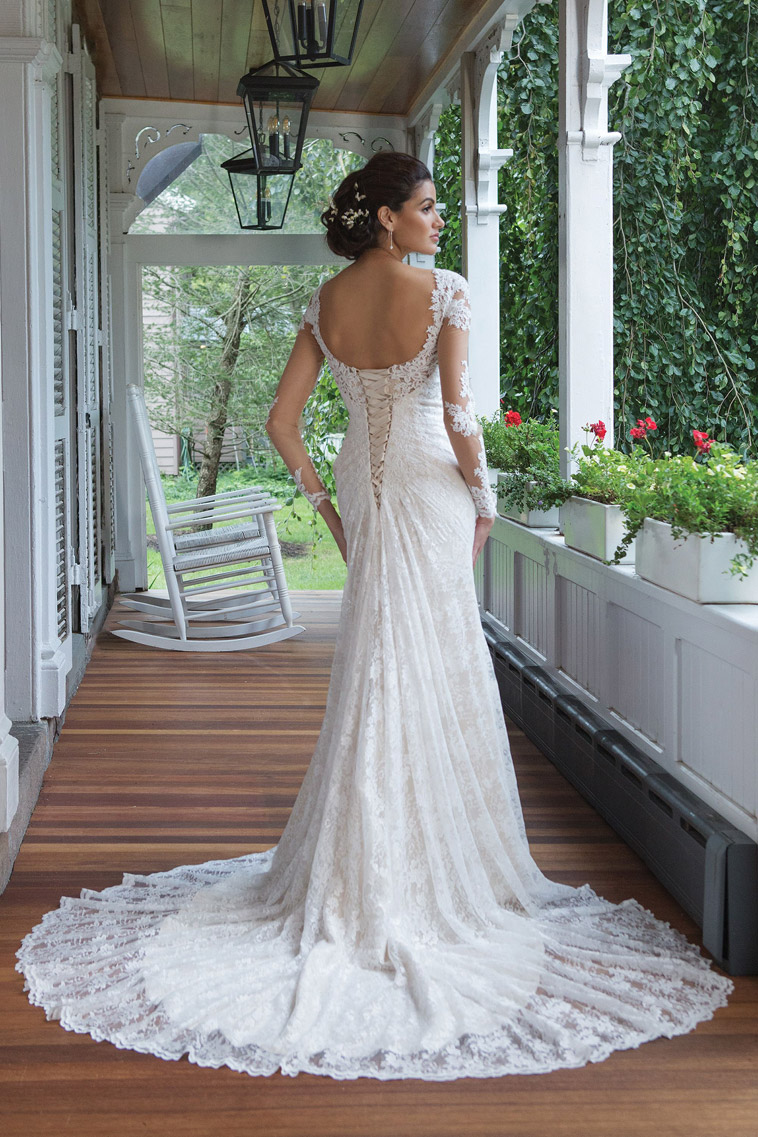 brudekjole med snøre i ryggen