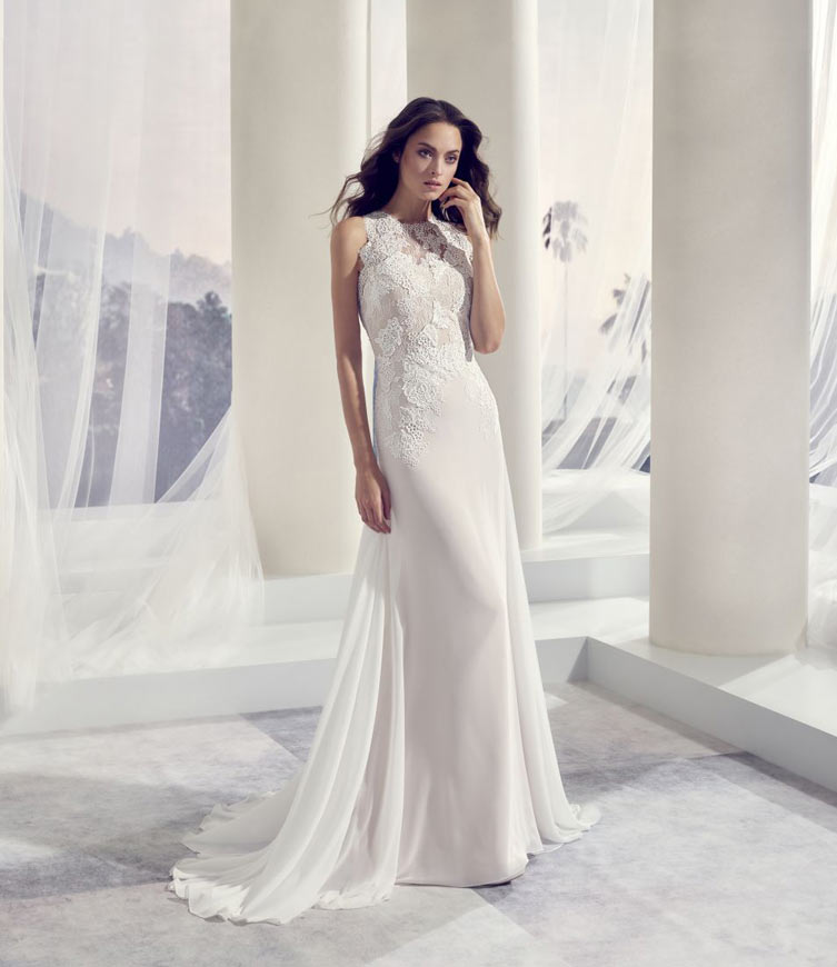 Brudekjole med blonder og høj hals