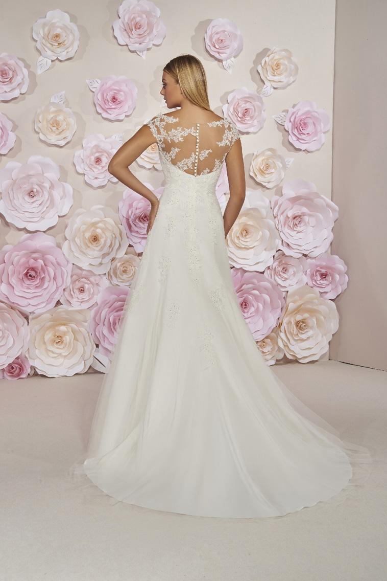 Brudekjole med illusion halsudskæring og perler på overdelen