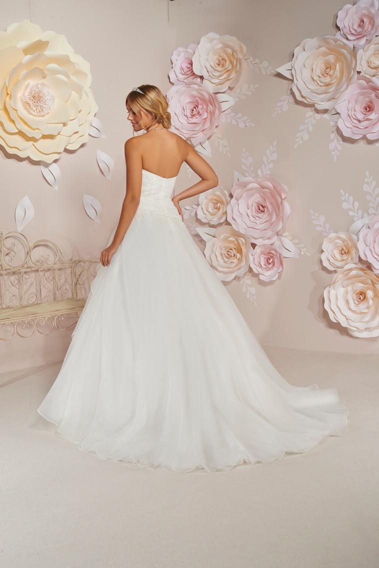 Prinsesse brudekjole med hjerteudskæring dekoreret med perler