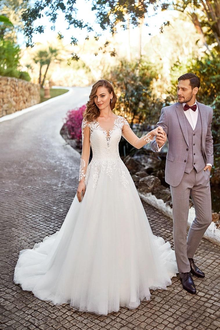 brudekjole med v hals og ærmer