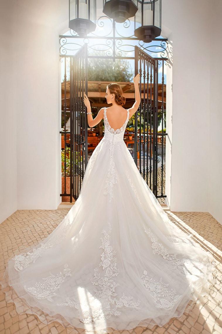 brudekjole med meget åben ryg