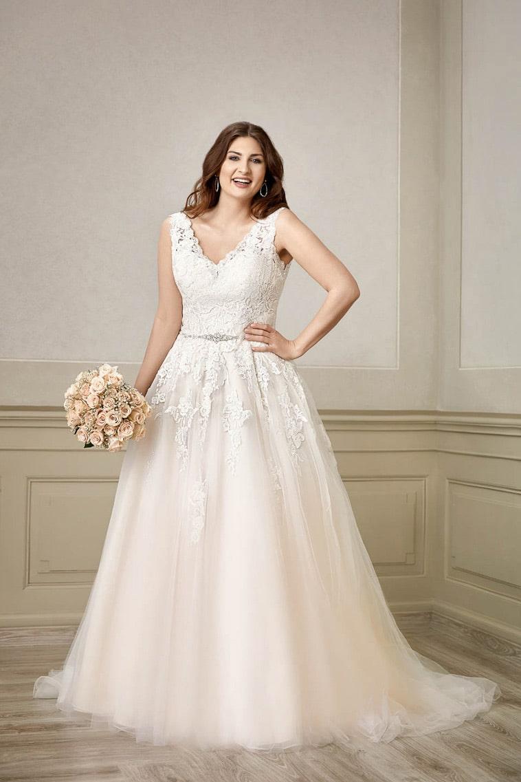 A-line brudekjole plus size med v hals