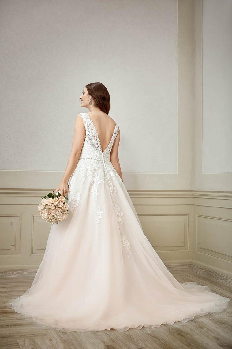 A-line plus size brudekjole med dyb v-udskæring