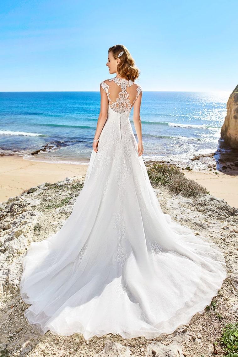 brudekjole med høj hals