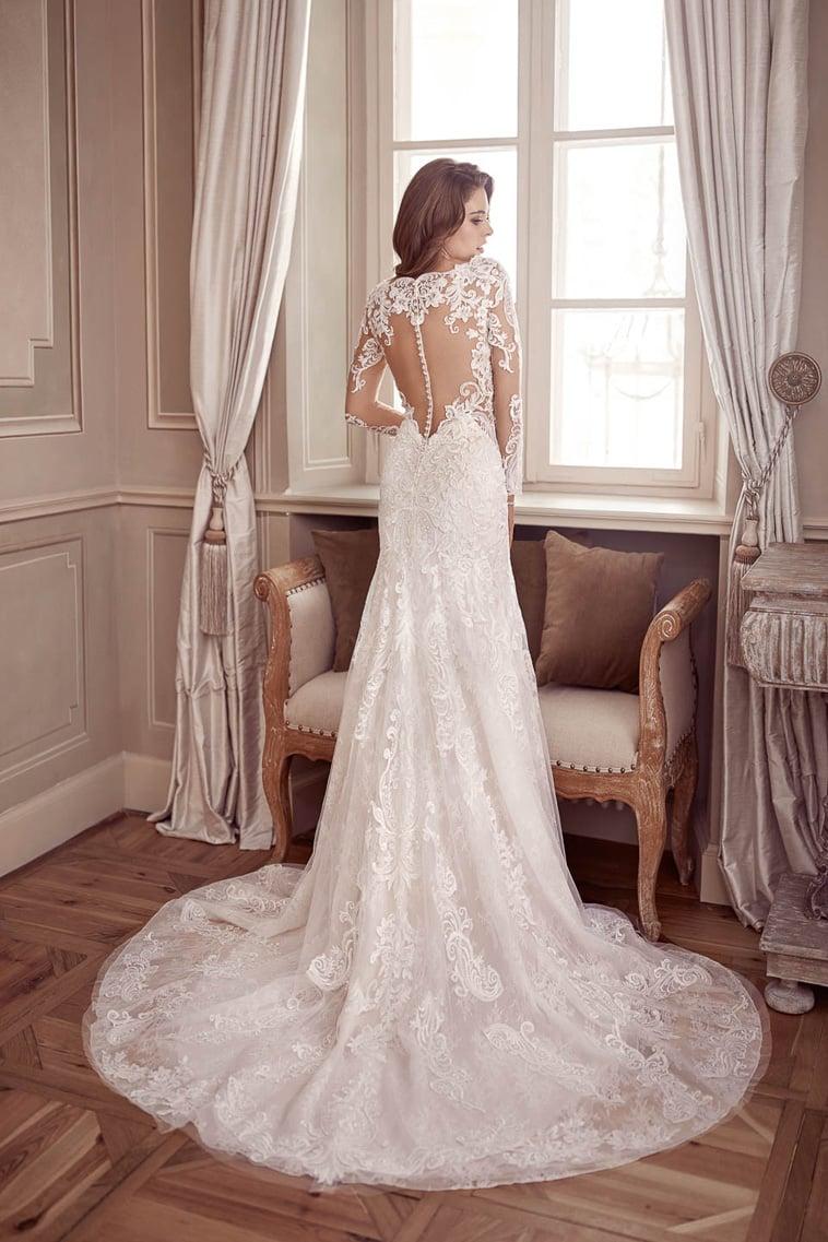 brudekjole med V hals og lange ærmer